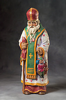 Hand carved and hand painted old world Santa Claus figurine by woodcarver Dale Woodard