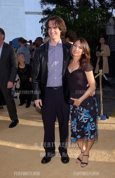 Actress/singer SUSANNA HOFFS & director husband JAY ROACH at the Hollywood premiere of their new movie Austin Powers in Goldmember..22JUL2002.  © Paul Smith / Featureflash