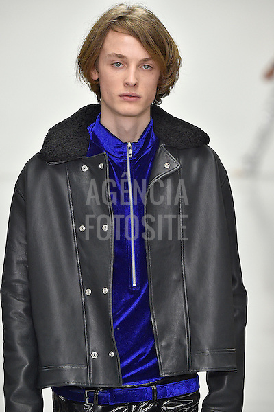 Katie Eary<br /> <br /> Londres Masculino - Inverno 2016<br /> <br /> <br /> foto: FOTOSITE