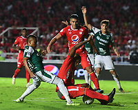CALI - COLOMBIA, 17-11-2019: Edwin Velasco del América disputa el balón con Rafael Tapia de Cali durante partido por la fecha 3, cuadrangulares semifinales, de la Liga Águila II 2019 entre América de Cali y Deportivo Cali jugado en el estadio Pascual Guerrero de la ciudad de Cali. / Edwin Velasco of America struggles the ball with Rafael Tapia of Cali during match for the date 3, quadrangular semifinals, as part of Aguila League II 2019 between America de Cali and Deportivo Cali played at Pascual Guerrero stadium in Cali. Photo: VizzorImage / Nelson Rios / Cont