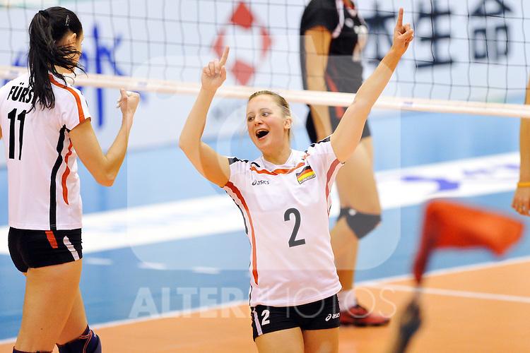 03.11.2010, Matsumoto City Gymnasium, Matsumoto, JPN, Volleyball Weltmeisterschaft Frauen 2010,  Deutschland ( GER ) vs. Thailand ( THA ), im Bild Jubel Kathleen Weiss (#2 GER). Foto © nph / Kurth
