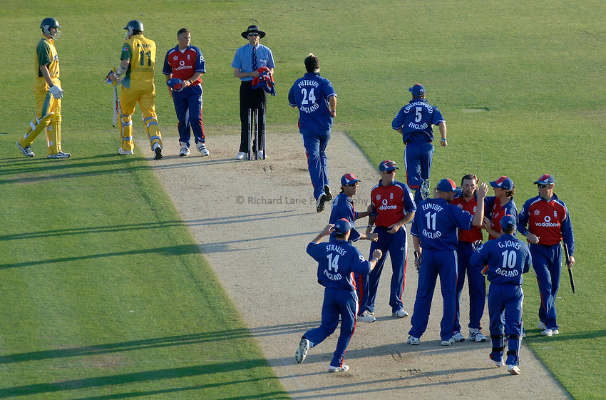Photo: Glyn Thomas..England v Australia. .Natwest International Twenty20. 13/06/2005...England's players celebrate victory as Australia's batsmen leave the field.