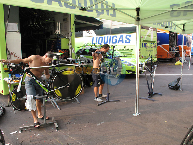 Liquigas team mechanics clean the team Cannondale bikes before the Prologue of the 2009 Tour de France a 15.5km individual time trial held around Monaco. 4th July 2009 (Photo by Eoin Clarke/NEWSFILE)