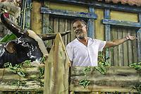 RIO DE JANEIRO, RJ, 09.02.2016 - CARNAVAL-RJ - Os atores Angelo Antonio e Dira Paes durante desfile da escola de samba Imperatriz Leopoldinense durante segundo dia de desfiles do grupo especial do Carnaval do Rio de Janeiro no Sambódromo Marquês de Sapucaí na região central da capital fluminense na  madrugada desta segunda-feira, 09. (Foto: Vanessa Carvalho/Brazil Photo Press)
