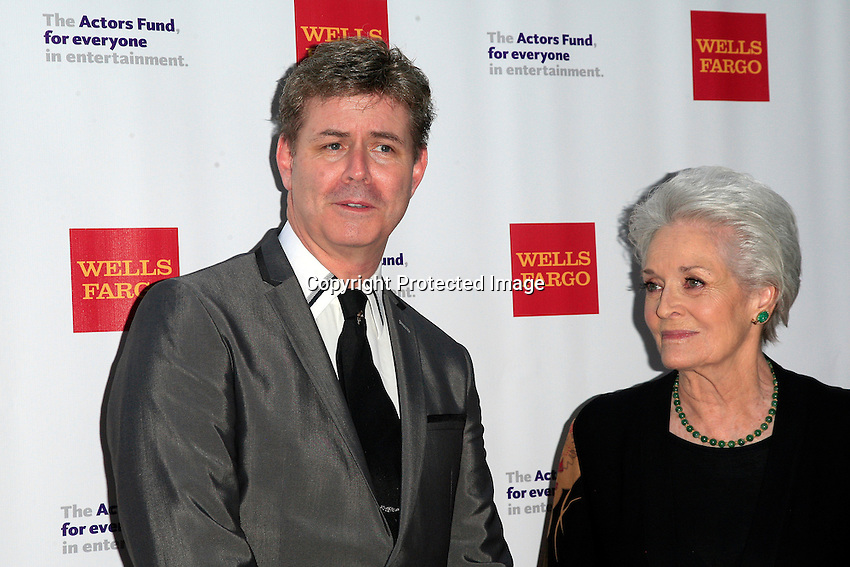 LOS ANGELES - JUN 7: Harlan Boll, Lee Meriwether at the Actors Fund's 19th Annual Tony Awards Viewing Party at the Skirball Cultural Center on June 7, 2015 in Los Angeles, CA