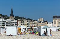 France, Seine-Maritime (76), Le Havre, classé Patrimoine Mondial de l'UNESCO, cabines de plage en fond clocher de l' église Saint-Vincent-de-Paul // : France, Seine Maritime, Le Havre, listed as World Heritage by UNESCO,  beach huts