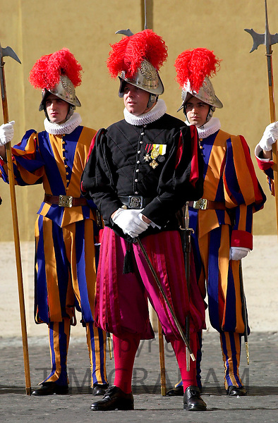 SWISS GUARDS AT THE VATICAN CITY, ROME, ITALY.