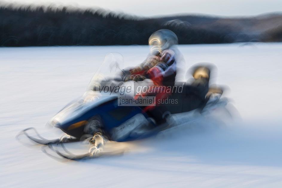 Amérique/Amérique du Nord/Canada/Québec//Mauricie/Saint-Alexis-des-Monts:  Motoneige sur le  du lac  Sacacomie