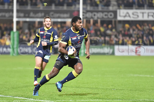 18.12.2016. Stade Marcel Michelin, Clermont-Ferrand, France. European Champions Cup Rugby. Clermont Auvergne versus Ulster.  Noa Naikaitaci (asm)  open field run
