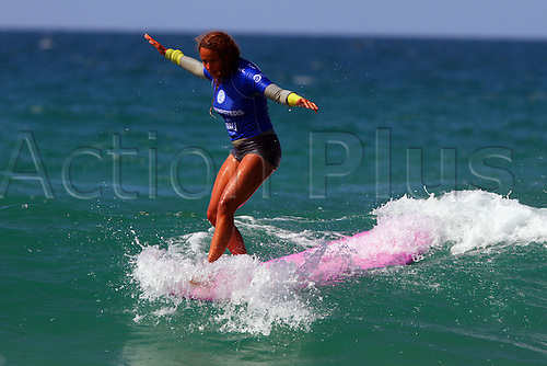 14.08.2016. Newquay, England. Board Masters Surfing Competition Sunday.  Alice Lemoigne (REU Reunion Island) in blue vest wins the Boardmasters Women's Longboard Championship ahead of Rachael Tilly USA.