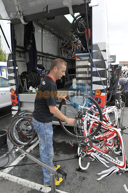Cleaning time for the mechanics at the end of the 95th running of Liege-Bastogne-Liege cycle race, running 261km from Liege to Ans, Belgium. 26th April 2009 (Photo by Eoin Clarke/NEWSFILE)