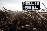 Ohio, Usa. Oktober 2016. En evangelisk kristen har betalt for å få dette skiltet langs motorveien mellom Columbus og Cincinnati. Fotografier til dokument om valget i Usa og Appalachene. Foto: Christopher Olssøn