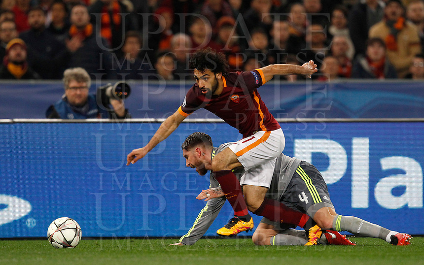 Calcio, andata degli ottavi di finale di Champions League: Roma vs Real Madrid. Roma, stadio Olimpico, 17 febbraio 2016.<br /> Roma&rsquo;s Mohamed Salah, left, is challenged by Real Madrid&rsquo;s Sergio Ramos during the first leg round of 16 Champions League football match between Roma and Real Madrid, at Rome's Olympic stadium, 17 February 2016.<br /> UPDATE IMAGES PRESS/Riccardo De Luca