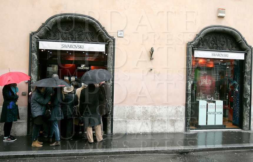 Apertura dei saldi invernali a Roma, 3 gennaio 2008..Opening of winter sales in Rome, 3 january 2008..UPDATE IMAGES PRESS/Riccardo De Luca