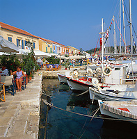 Greece, Cephalonia (Ionian island), Fiskardo: View of Harbour with Cafes | Griechenland, Kefalonia (Ionische Insel), Fiskardo: Cafes im Hafen