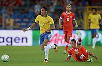 FUSSBALL  INTERNATIONAL  Testspiel Schweiz - Brasilien    14.08.2013 NEYMAR (li, Brasilien) gegen Granit XHAKA (re, Schweiz)