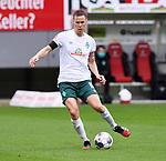 FussballFussball: agnph001:  1. Bundesliga Saison 2019/2020 27. Spieltag 23.05.2020<br /> SC Freiburg - SV Werder Bremen<br /> Niklas Moisander (SV Werder Bremen) am Ball<br /> FOTO: Markus Ulmer/Pressefoto Ulmer/ /Pool/gumzmedia/nordphoto<br /> <br /> Nur für journalistische Zwecke! Only for editorial use! <br /> No commercial usage!