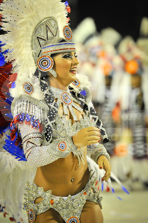 RIO DE JANEIRO, RJ, 20 DE FEVEREIRO DE 2012 - Desfiles das Escolas de Samba do Grupo Especial -  UNIÃO DA ILHA DO GOVERNADOR. Bruna Bruno, Rainha de Bateria, durante o desfile da escola na Marquês de Sapucaí. FOTO GLAICON EMRICH - AGÊNCIA BRAZIL PHOTO PRESS
