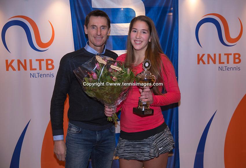 Hilversum, Netherlands, December 4, 2016, Winter Youth Circuit Masters, Winner girls 16 years, Kim Hansen with Fedcup captain Paul Haarhuis.<br /> Photo: Tennisimages/Henk Koster