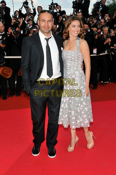 "BILLY ZANE, KELLY BROOK.""Indiana Jones and the Kingdom of the Crystal Skull"" film premiere arrivals at Palais de Festival.61st Cannes International  Film Festival, France, 18th May 2008 .full length grey gray dress red carpet photographers sequel 4 IV beige shoes tie white shirt trainers white ptiny patterned.CAP/PL.© Phil Loftus/Capital Pictures"