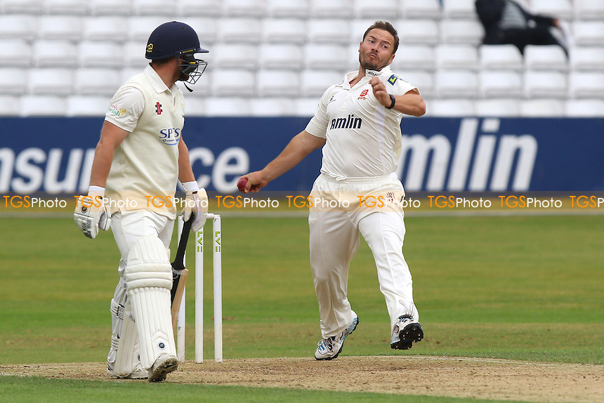 Graham Napier in bowling action for Essex - Essex CCC vs Glamorgan CCC - LV County Championship Cricket at the Essex County Ground, Chelmsford, Essex - 13/07/15 - MANDATORY CREDIT: Gavin Ellis/TGSPHOTO