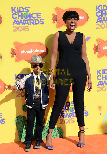 INGLEWOOD, CA - MARCH 28: Jennifer Hudson (L) and David Daniel Otunga Jr. arrive at the 28th Annual Nickelodeon Kids Choice Awards at the Forum on March 28, 2015 in Inglewood, California. <br /> CAP/MPI/PGTW<br /> &copy;PGTW/MPI/Capital Pictures