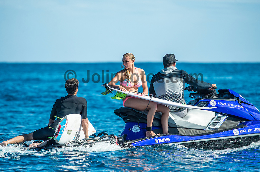 Namotu Island, Fiji (Monday, June 1, 2015) Lakey Peterson (USA) with her coach Mike Parsons (USA). - The Fiji Women&rsquo;s Pro, Stop No. 5 on the 2015 World Championship Tour, has called on this morning with a building swell.<br /> The event was put on hold till 9.30 am to take advantage of the dropping tide and once the water was coming off the reef it got underway.<br /> <br /> The surf was in the 4' range early with light winds and built to around 6' as the tide started pushing around midday. Round 1 was completed today.  Photo: joliphotos.com