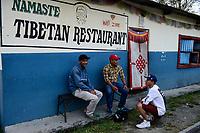 NEPAL Pokhara, tibetan refugee camp Prithvi, tibetan restaurant / NEPAL Pokhara, tibetisches Fluechtlingslager Tashi Ling, tibetisches Restaurant