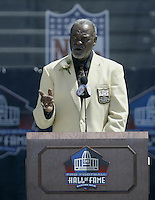 Rayfield Wright, former player for the Dallas Cowboys, speaks during his induction into the Pro Football Hall of Fame Saturday, Aug. 5, 2006, in Canton, Ohio.<br />