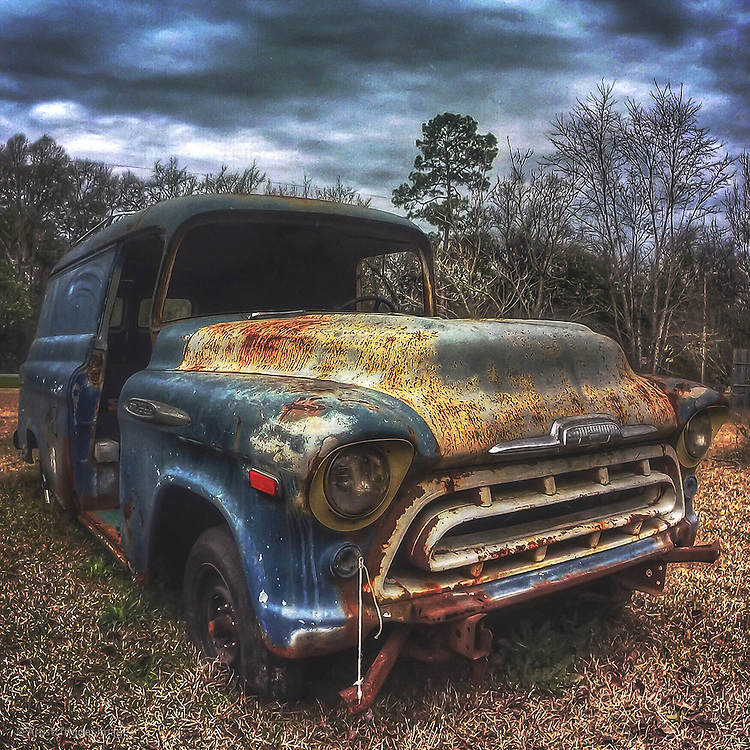Abandoned rusty vintage truck in USA with woodland
