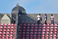 SÃO PAULO,SP, 02.04.2017 - LINENSE-SÃO PAULO – Seguranças foram colocados nas divisórias que separam as arquibancadas para evitar novas quedas, antes da partida entre  São Paulo  contra a Linense, válida pelas quartas de final do Campeonato Paulista 2017, disputada no estádio do Morumbi em São Paulo, na tarde deste domingo, 02.  (Foto: Levi Bianco/Brazil Photo Press)