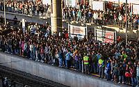 ATENCAO EDITOR FOTO EMBARGADA PARA VEICUO INTERNACIONAL - SAO PAULO, SP, 26 DE SETEMBRO 2012 - MOVIMENTACAO CPTM - Movimentacao na estacao Bras da CPTM no fim da tarde dessa quarta-feira regiao leste da capital paulista. FOTO: VANESSA CARVALHO - BRAZIL PHOTO PRESS.