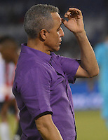 BARRANQUILLA - COLOMBIA -17 -10-2015: Alexis Mendoza, técnico de Atletico Junior, durante partido entre Atletico Junior y Atletico Nacional por la fecha 16 por la Liga Aguila II 2015, jugado en el estadio Metropolitano Roberto Melendez de la ciudad de Barranquilla. / Alexis Mendoza,  coach of Atletico Junior during a match between Atletico Junior and Atletico Nacional for the date 16 of the Liga Aguila II 2015 at the Metropolitano Roberto Melendez Stadium in Barranquilla city. Photo: VizzorImage  / Alfonso Cervantes / Cont