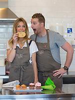 Sandrine Corman & Julien Lapraille chez M-Joy Cupcakes - Exclu - Waterloo