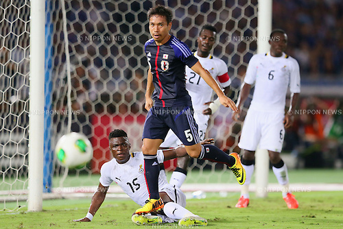 (L to R) Rashid Sumaila (GHA), Yuto Nagatomo (JPN), SEPTEMBER 10, 2013 - Football / Soccer : KIRIN Challenge Cup 2013 match <br /> between Japan 3-1 Ghana<br /> at Nissan Stadium in Kanagawa, Japan.