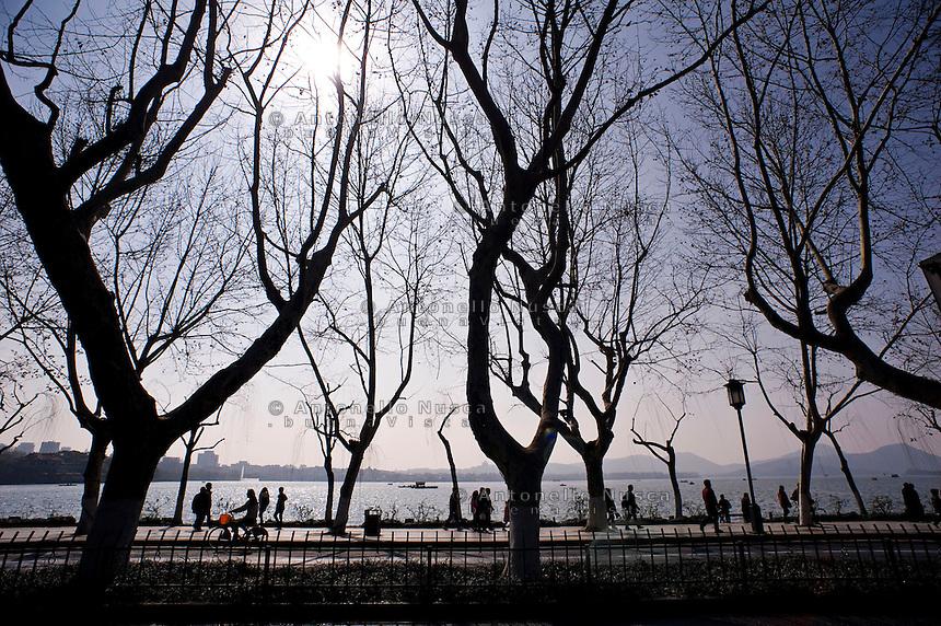 Una veduta del Lago dell'Ovest.<br /> The West Lake in Hangzhou