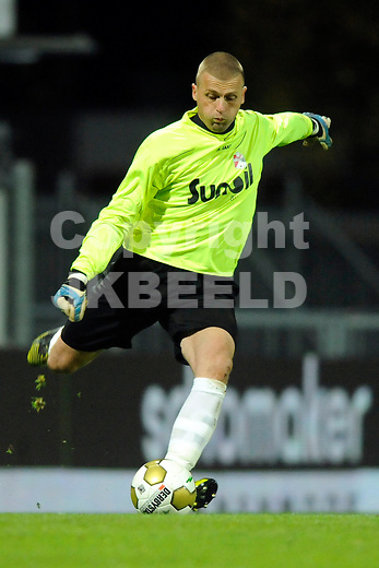 EMMEN - Voetbal, FC Emmen - Helmond Sport, Unive stadion Meerdijk,   seizoen 2012-2013, 26-10-2012 ,  FC Emmen doelman Peter van der Vlag.