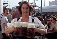 Deutschland, Bayern, Oberbayern, Muenchen: Oktoberfest - Kellnerin mit Masskruegen | Germany, Bavaria, Upper Bavaria, Munich: October Festival - waitress with stein