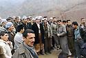 Iraq 2005.Return of Kerim Khan from Syria to Sidekan with followers   Irak 2005 Au centre Kerim Khan de retour de Syrie, dans le Sidekan, avec ses partisans