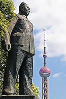 Statue of Chairman Mao Tse Tung along the Bund waterfront, Shanghai, China