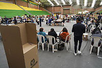 "CHIA - COLOMBIA, 26-08-2018: Colombianos asisten a las urnas hoy, 26 de agosto de 2018, para votar la Consulta Popular Anticorrupción ""#7vecesSi, la cual es una iniciativa liderada por la senadora colombiana Claudia López y tiene como finalidad frenar uno de los principales males de Colombia que es la Corrupción. /   Colombians came to the polls today, August 26, 2018, to vote the Anticorruption Populat Consult, #7vecesSi, wich is an iniciative leadership by congress woman Claudia Lopez and has a intention to fight against the one of the biggest problems in Colombia: the corruption. Photo: VizzorImage / Diego Cuevas / Cont"