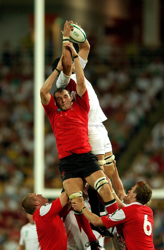 Photo: Richard Lane..England v Wales.  Quarter-Final 2, at the Suncorp Stadium, Brisbane. RWC 2003. 09/11/2003..Robert Sidoli challenges for a lineout.