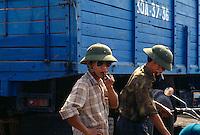 Männer bei Hanoi, Vietnam