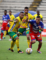 NEIVA - COLOMBIA -13 - 03 - 2016: Armando Vargas (Izq.) jugador de Atletico Huila disputa el balón con Cleider Alzate (Der.) jugador de Deportivo Pasto, durante partido entre Atletico Huila y Deportivo Pasto, por la fecha 9 de la Liga Aguila, I 2016 en el estadio Guillermo Plazas Alcid de Neiva. / Armando Vargas (L), player of Atletico Huila vies for the ball with Cleider Alzate (R) player of Deportivo Pasto, during match between Atletico Huila and Deportivo Pasto, for the date 9 of the Liga Aguila I 2016 at the Guillermo Plazas Alcid Stadium in Neiva city. Photo: VizzorImage  / Sergio Reyes / Cont.