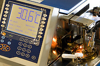 Belo Horizonte_MG, Brasil...Laboratorio de Analise de Combustivel da Universidade federal de Minas Gerais, UFMG, em detalhe o equipamento analisa qualidade da gasolina...The laboratory of test fuel of Universidade Federal de Minas Gerais, detail of the equipament analyzing the fuel quality...Foto: VICTOR SCHWANER /  NITRO