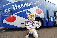 VOETBAL: ABE LENSTRA STADION: HEERENVEEN: 05-07-2014, Open dag SC Heerenveen, Heero met babytje Fenna bouma, ©foto Martin de Jong