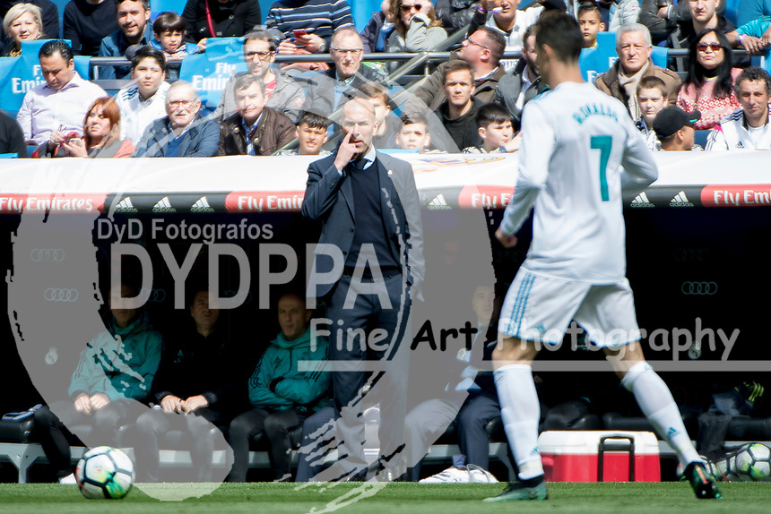 Real Madrid&rsquo;s French coach Zinedine Zidane<br /> Spanish league football match Real Madrid vs Atletico de Madrid at the Santiago Bernabeu stadium in Madrid on April 8, 2018.