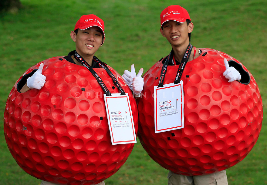 28/02/2010 LPGA Tour 2010, HSBC Women's Champions, Tanah Merah Country Club, Garden Course, Singapore. 25-28 Feb. {players} of  members dressed as red golf balls during the final round.