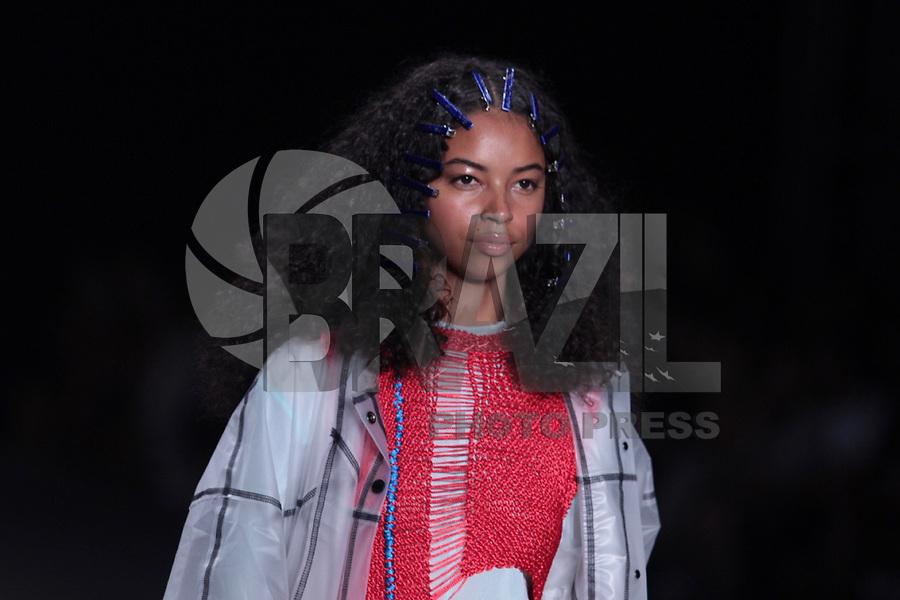 São Paulo (SP), 27/04/2019 - Moda / São Paulo Fashion Week - Modelo durante desfile da marca Ocksa durante a edição 47 da São Paulo Fashion Week, no espaço Arca, na zona oeste de São Paulo, neste sábado, 27. (Foto: Ciça Neder / Brazil Photo Press )