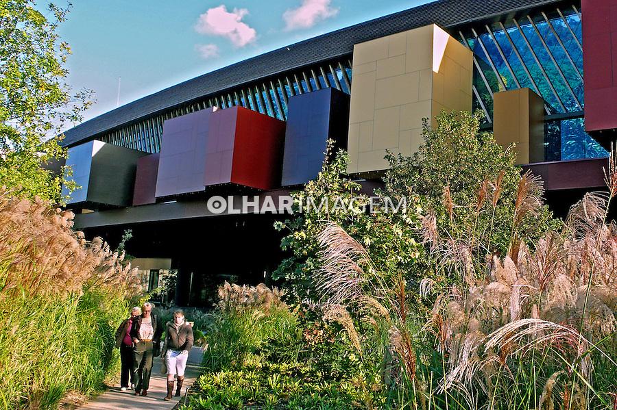 Edifício do Museu Quai Branly. Paris. França. 2007. Foto de Rogério Reis.